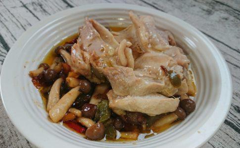 鶏としめじの和風蒸し料理
